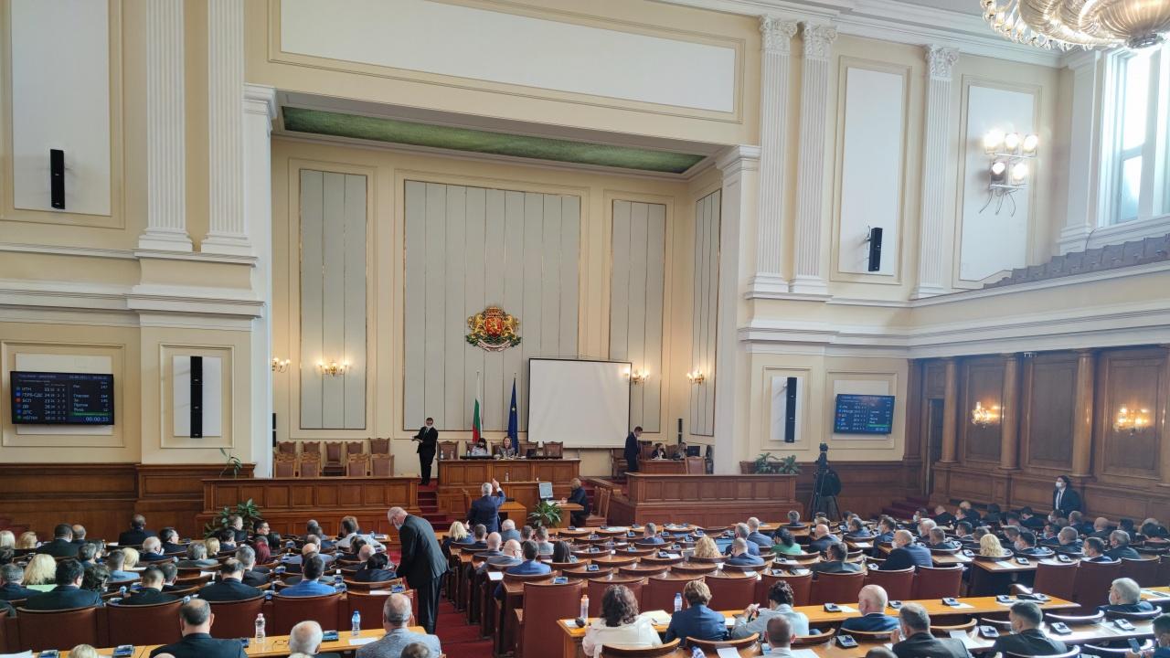 Парламентът единодушно реши страната ни да дари ваксини на РС Македония