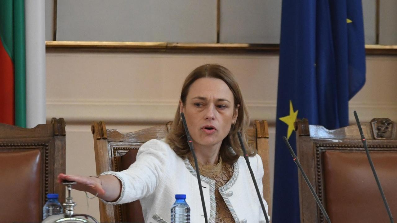 Ива Митева прекрати днешното пленарно заседание