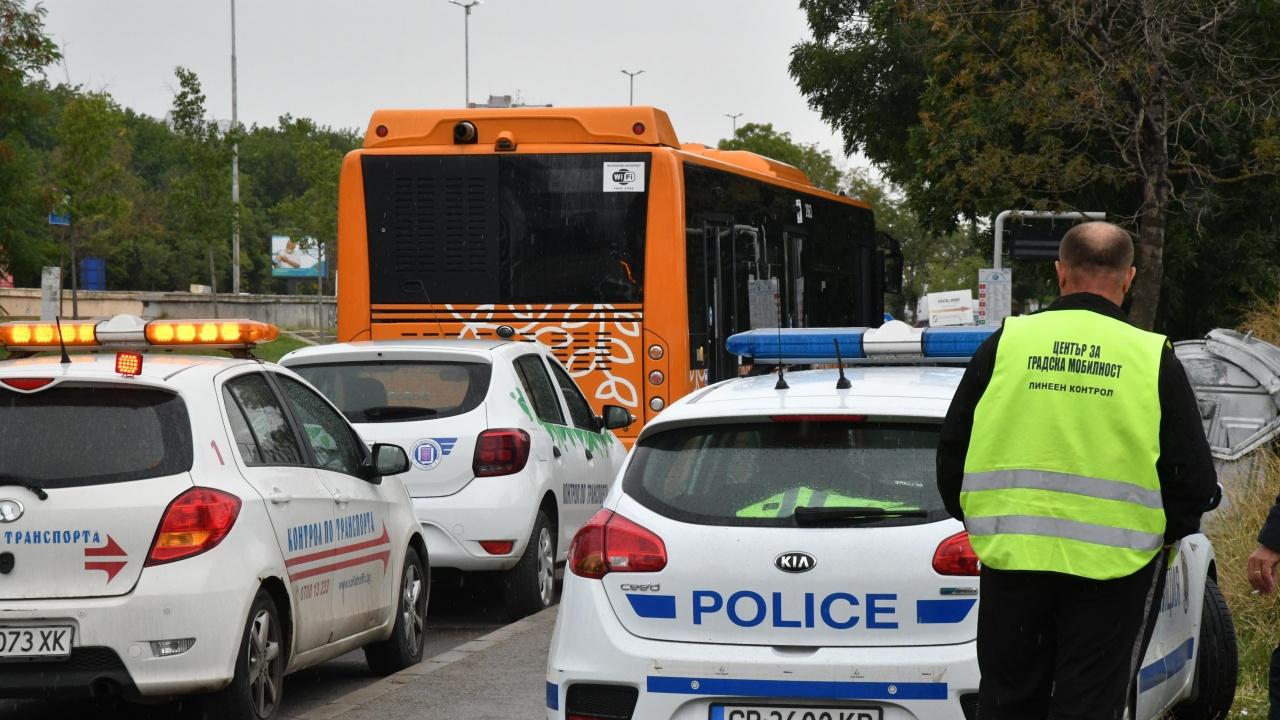 Автобус се запали и удари три коли в София
