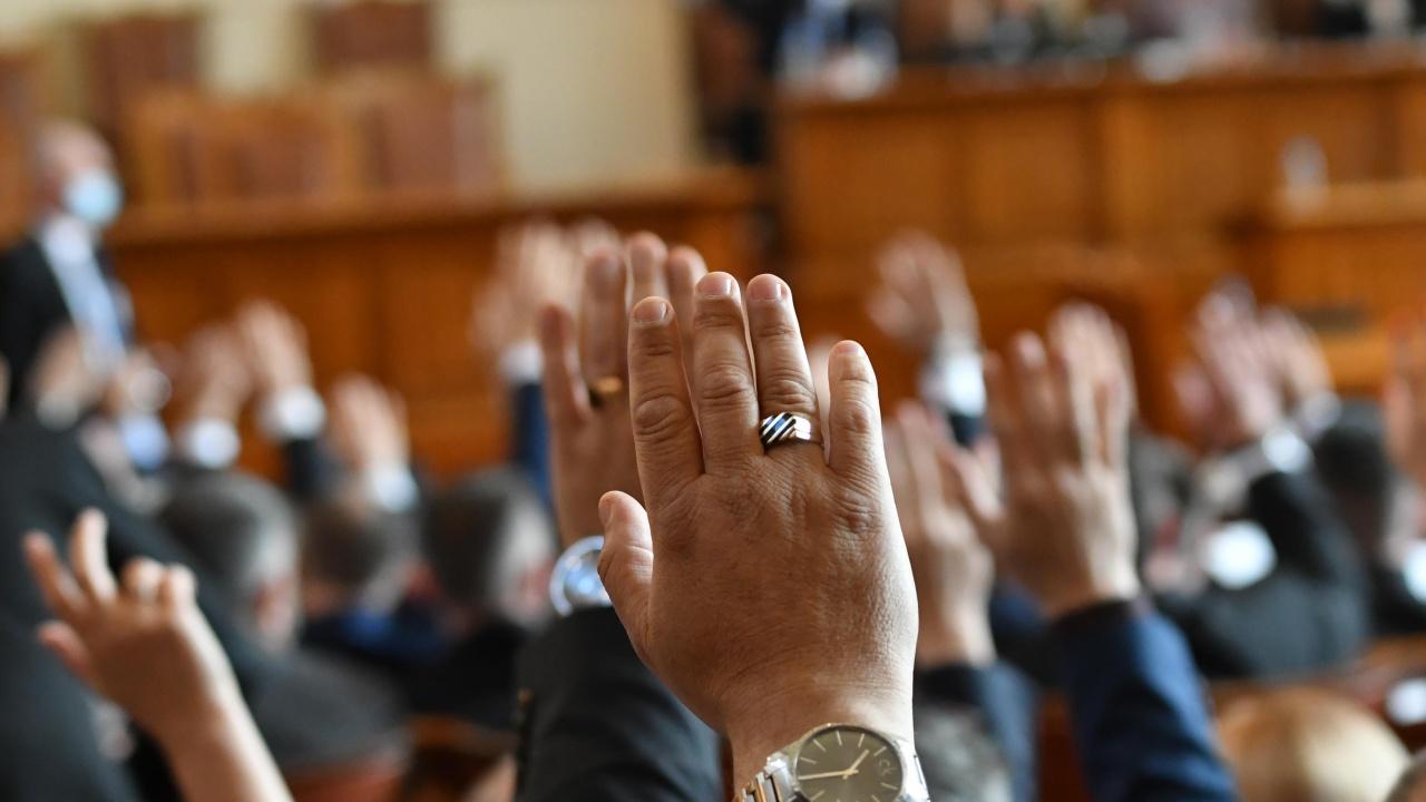 Пенсиите ще бъдат преизчислени от 25 декември, решиха окончателно депутатите