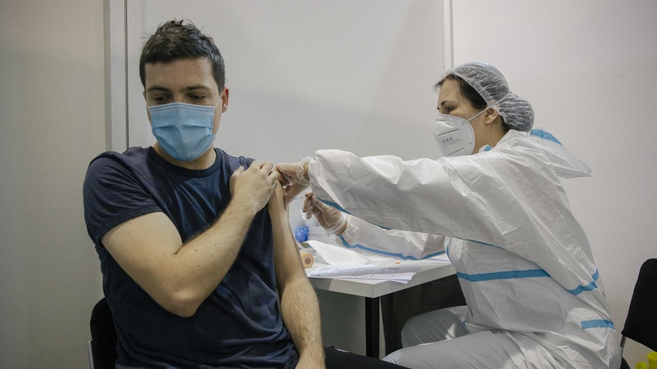 В Сърбия обмислят само ваксинираните да могат да посещават заведения, театри и спортни събития