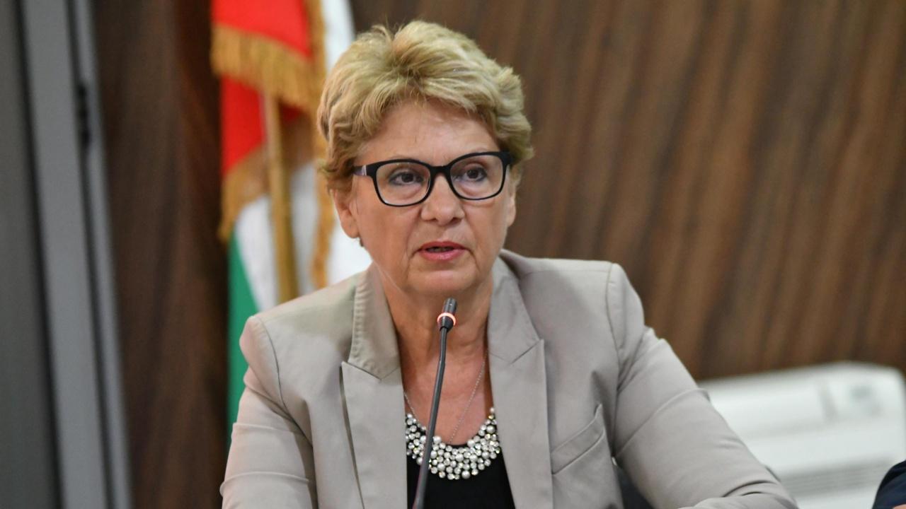 Министър Комитова ще представи проект за превенция на свлачища