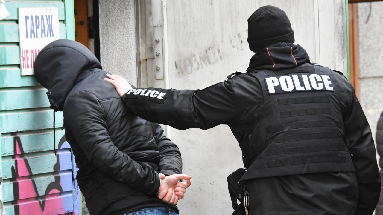 Заловени са нападателите, отнели 100 лева от възрастен мъж, в Жилино