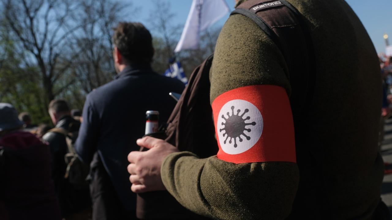 Десетки хиляди холандци протестират срещу антиковид мерките