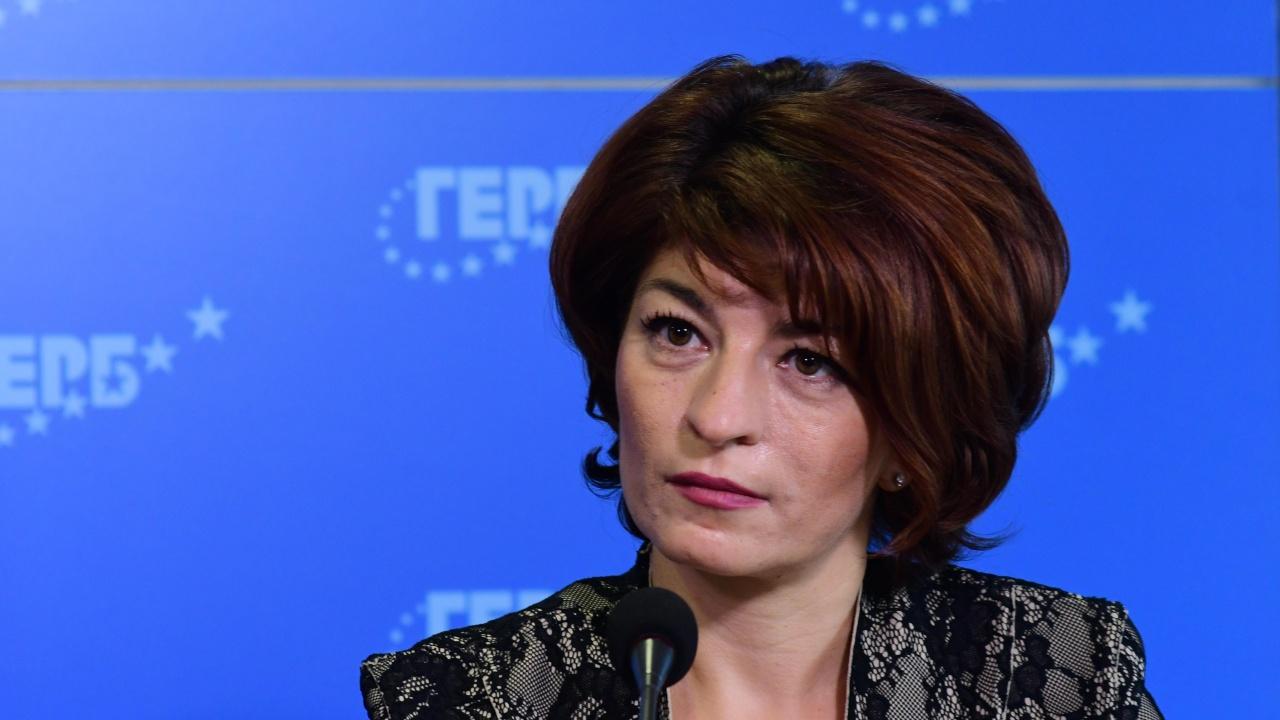 Десислава Атанасова отново захапа Радев, ГЕРБ имали кандидат за президент
