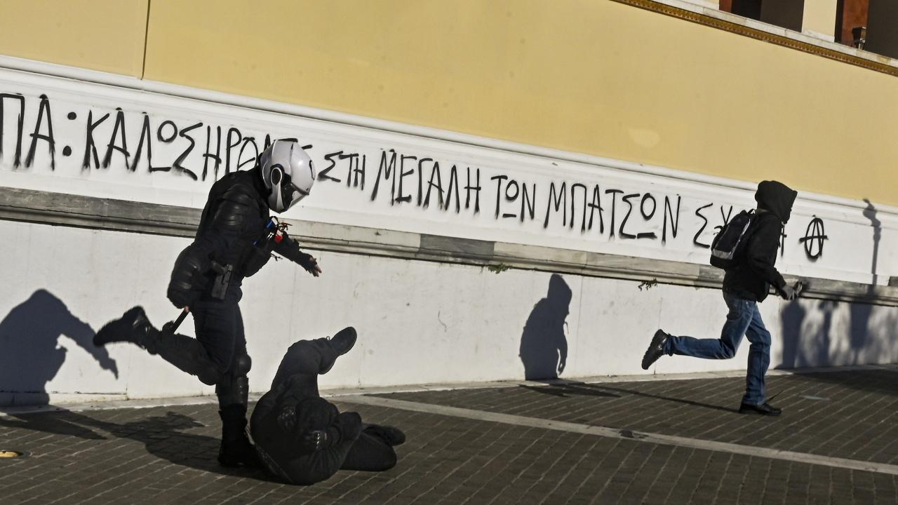 От утре задължителни COVID тестовете за неваксинираните в Гърция на фона на протести