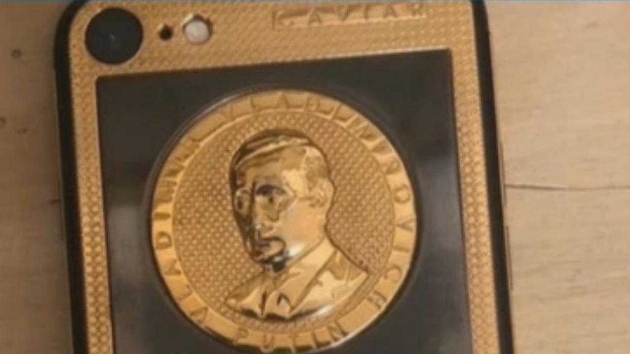 Откриха златен телефон с лика на Путин при ареста на Брендо в Киев