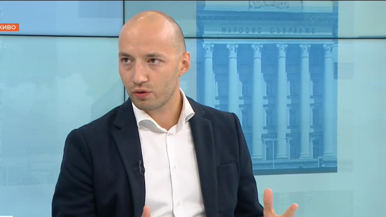 Политолог обяви сценария, при който Румен Радев би загубил изборите