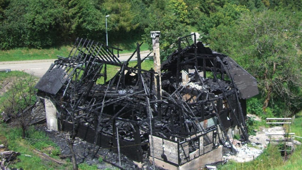 Изгоря къща с оранжерия за канабис в София