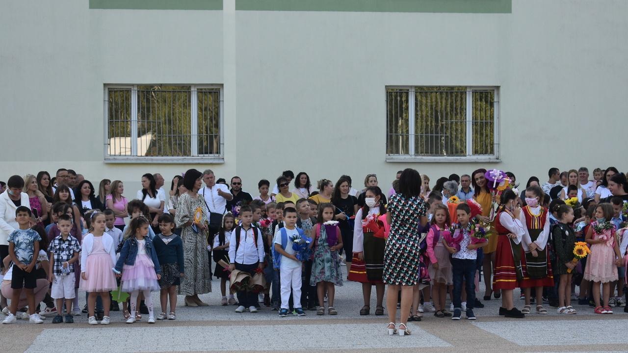 Общо 560 деца за първи път ще прекрачат училищния праг в Асеновград