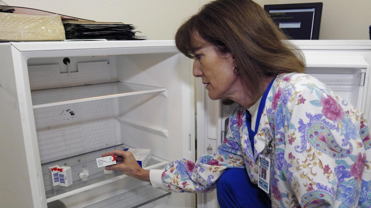 Лекари: Противогрипната ваксина да се поставя поне две седмици след тази за COVID-19