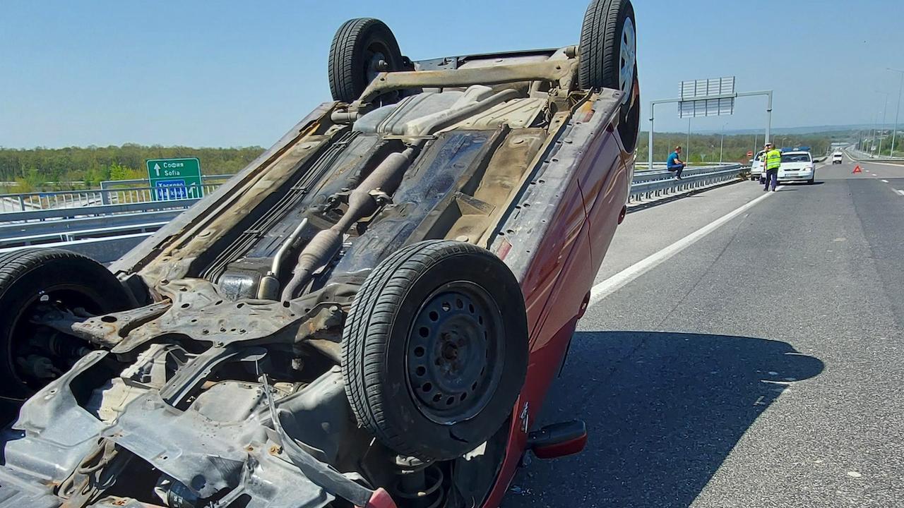 Катастрофа блокира движението по пътя Мездра - Ботевград