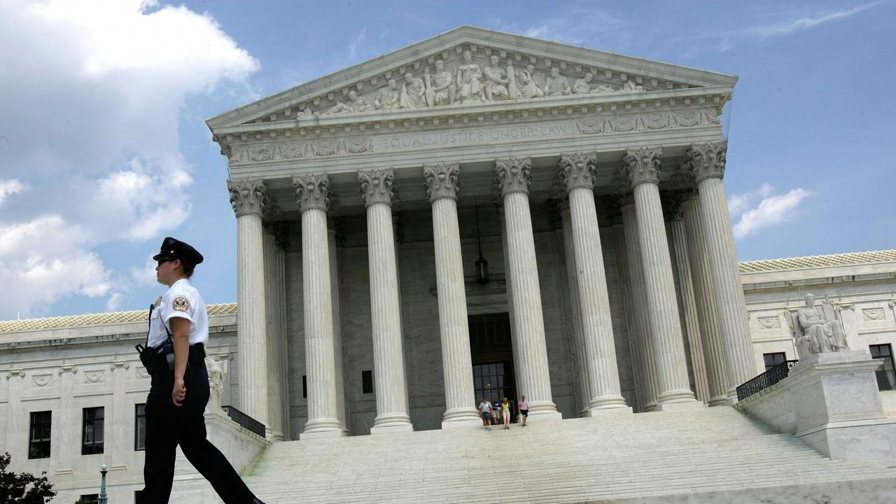 САЩ ограничава прилагането на задушаващи хватки и на съдебни заповеди за влизане в жилища без предварително уведомяване