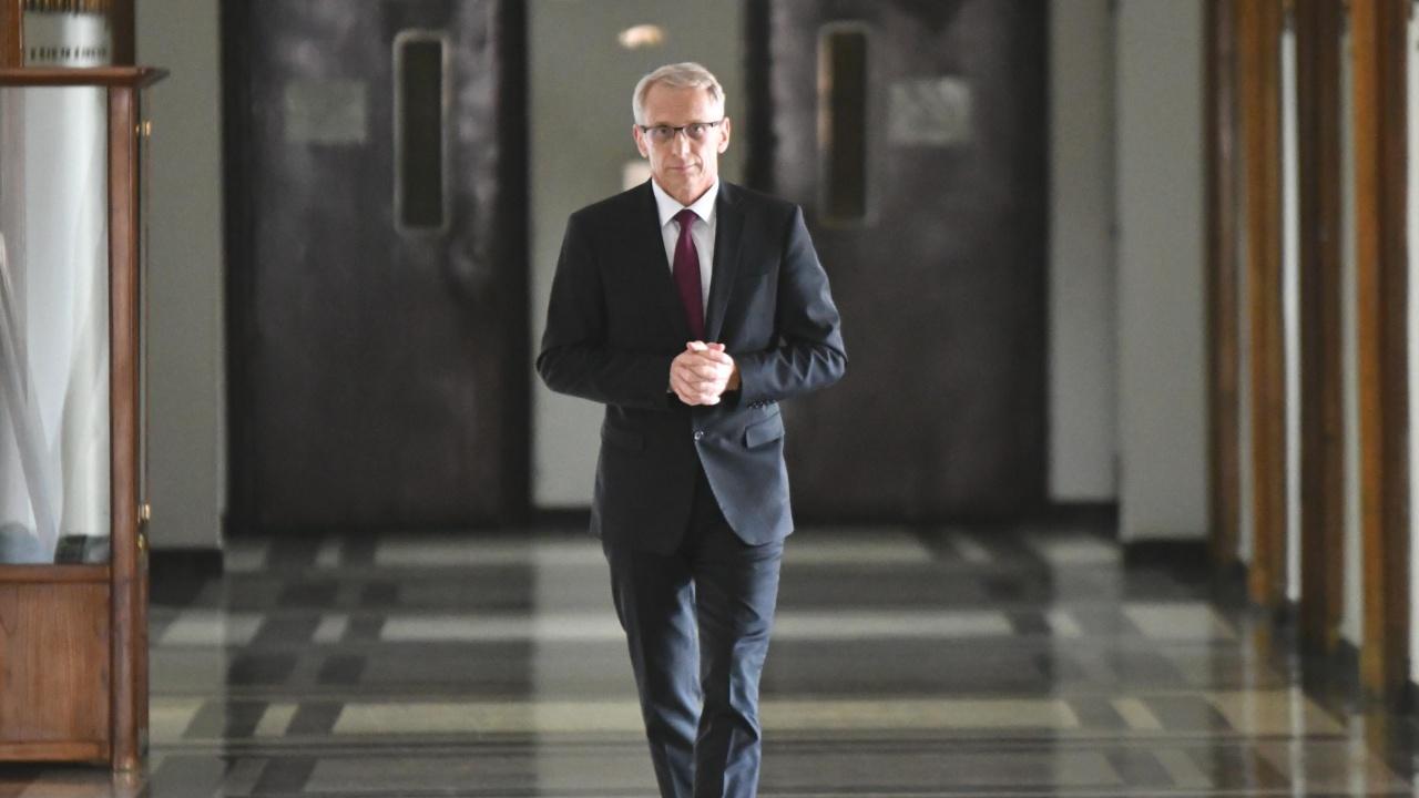 Министър Денков: Да се пазим взаимно, за да учим нормално!