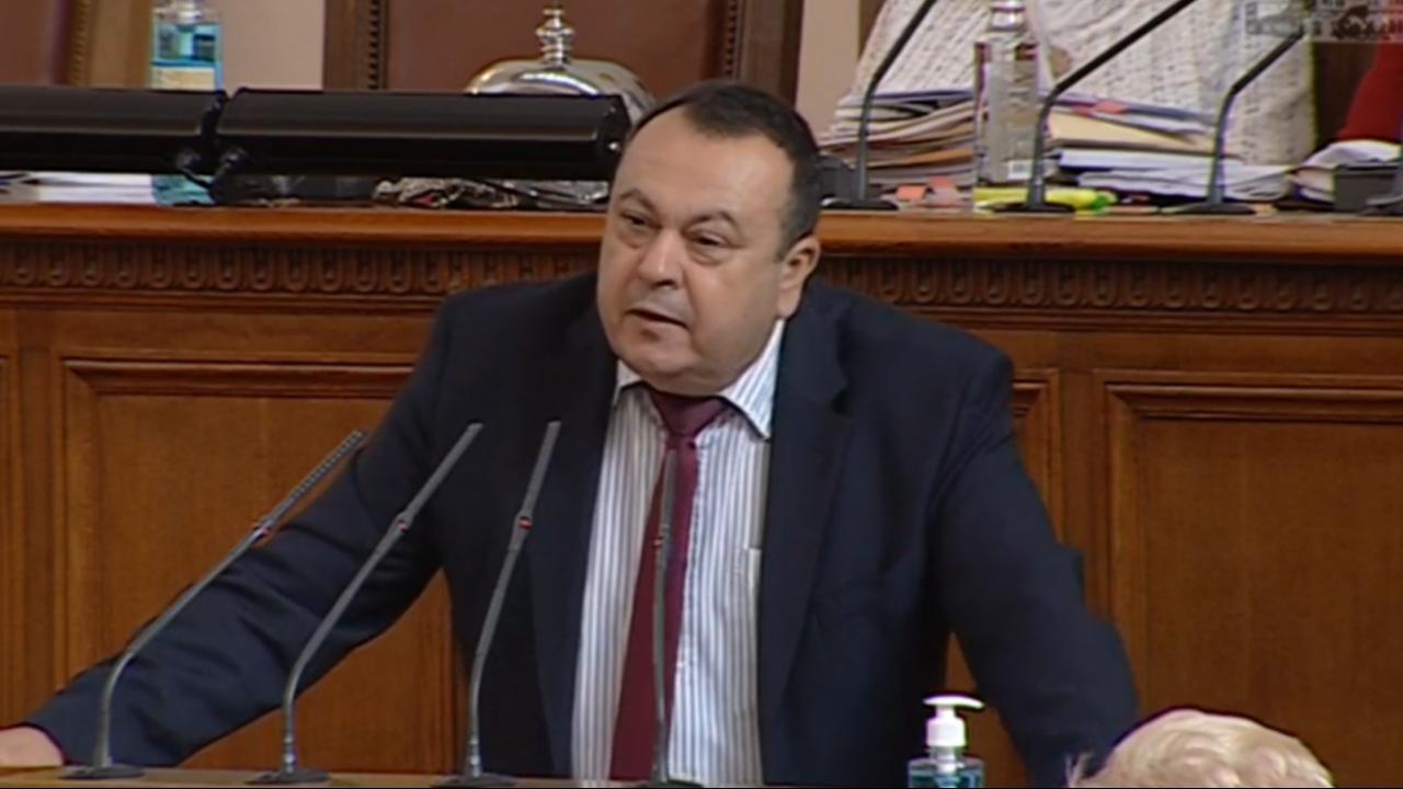 Хамид към Хаджигенов: Избягали олигарси са финансирали кампании на депутати. Да не се изпускате, че Вие сте този депутат?