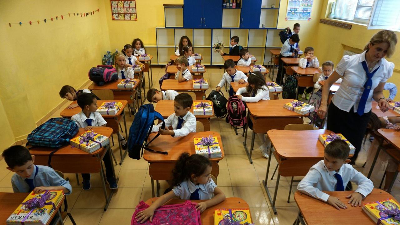 Около 11 000 ученици ще влязат днес в училищата от Пернишка област