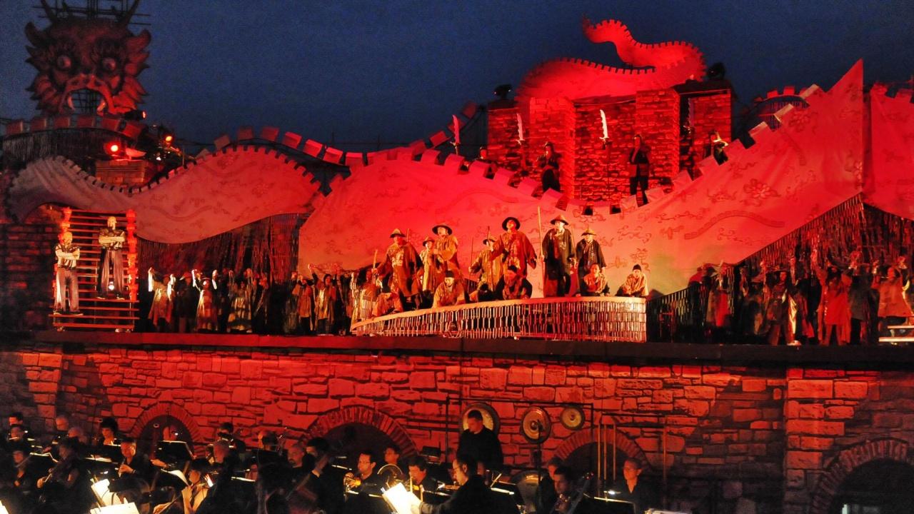 """Хиляди зрители е събрало тазгодишното издание на фестивала """"Сцена на вековете"""""""