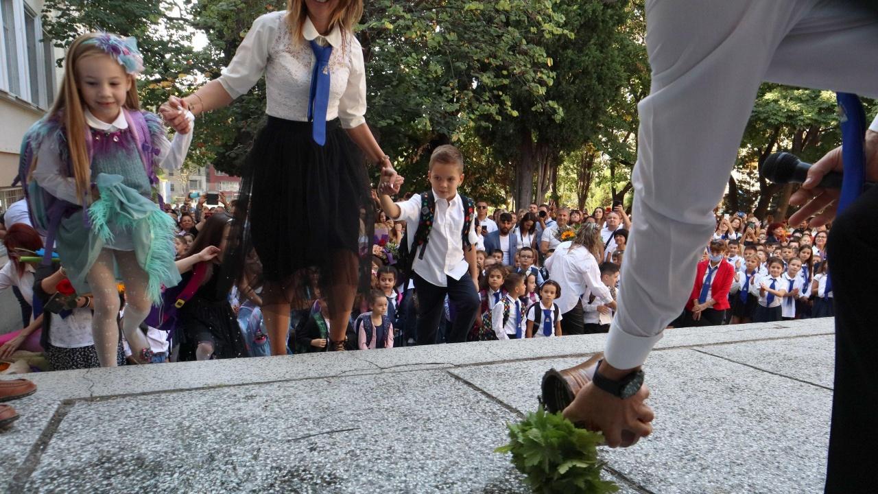 В Стара Загора патрон откри учебната година в училището, което носи неговото име