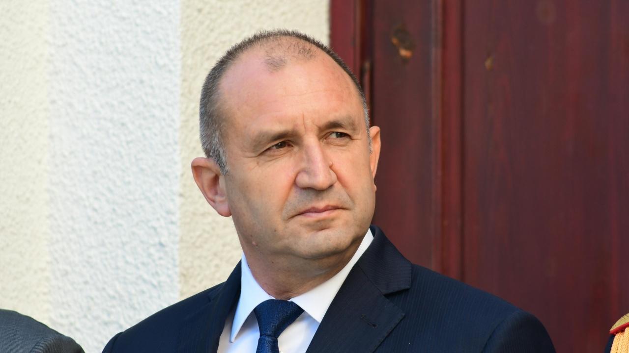Румен Радев подписа указите за новия служебен кабинет, изборите и разпускането на НС