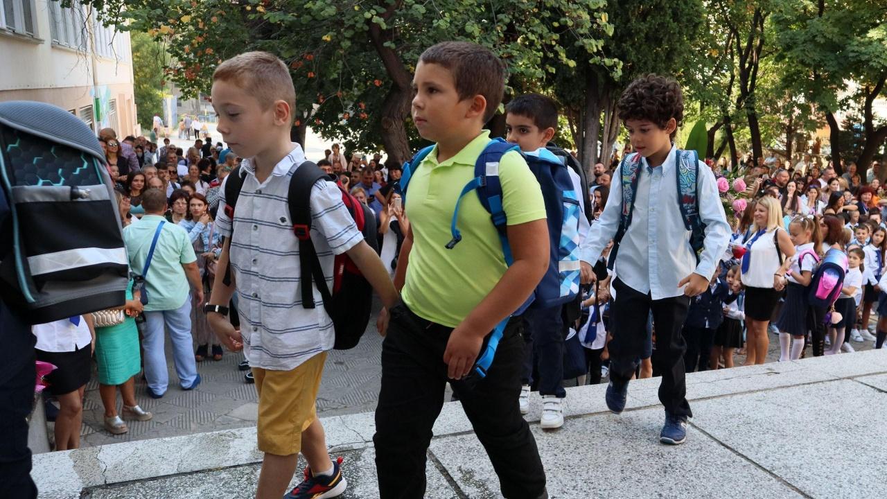 Учебната година в Монтанско започнаха около 12 350 деца