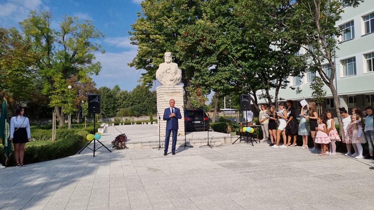 Кметът доктор Христо Грудев откри учебната година в Асеновград