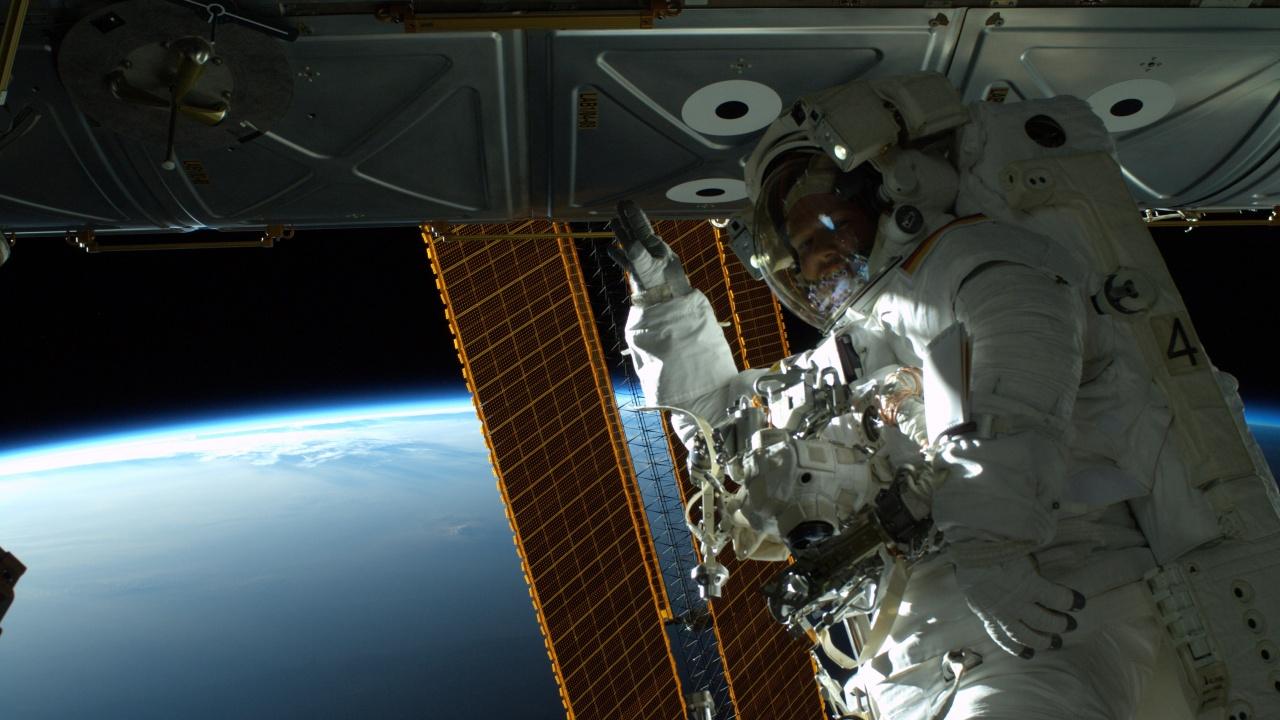 Тримата китайски тайконавти приключиха рекордната си 3-месечна мисия в космоса
