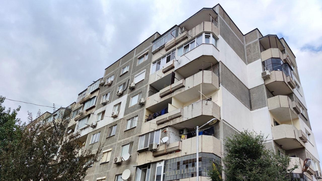 Мъж се барикадира в апартамент във Варна