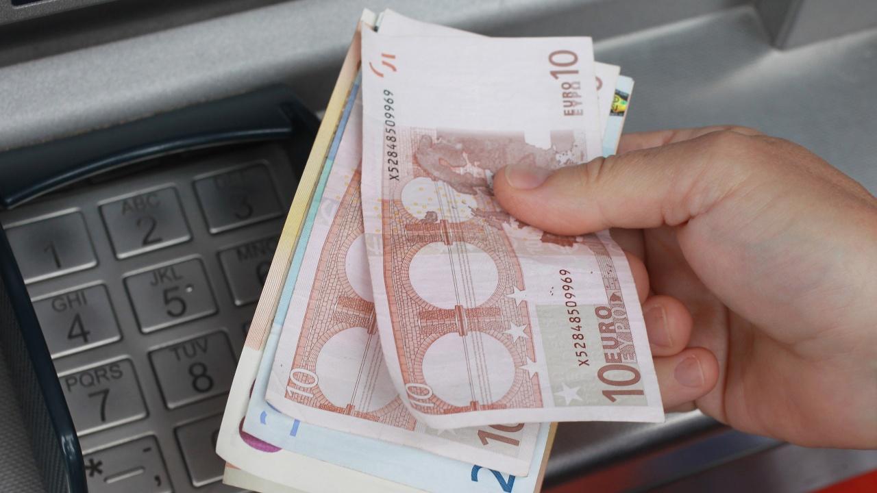 Заплатите в Еврозоната са паднали за първи път от десетилетие