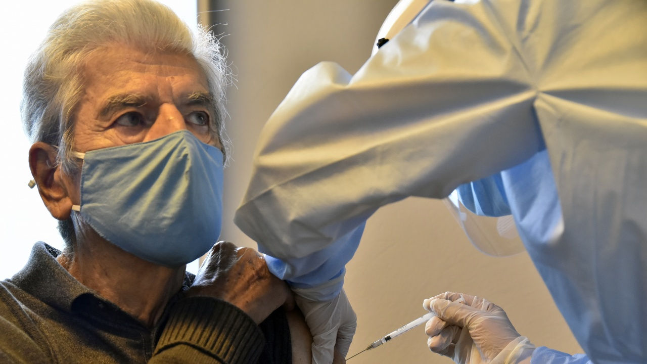 Испания ще поставя трета доза ваксина на хората в старчески домове