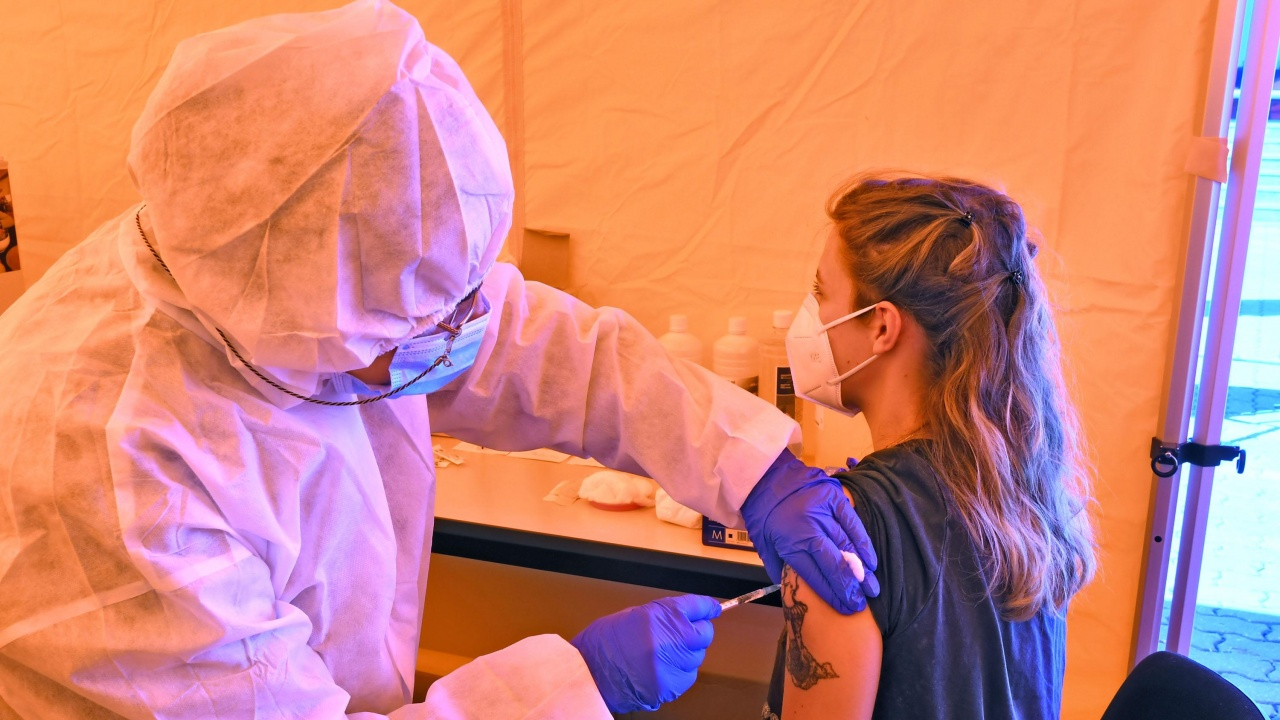 В Плевен продължава ваксинацията срещу коронавирус в центъра на града