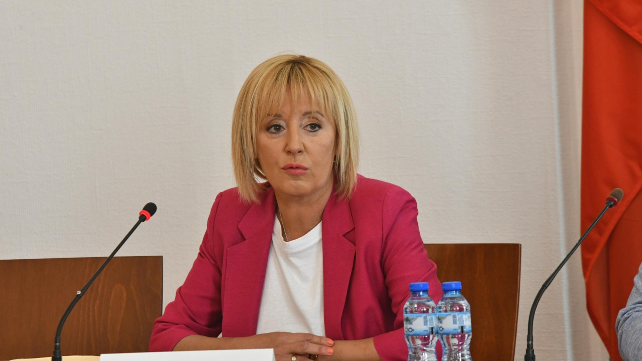 Манолова: Грехът на подслушваните е, че са поискали оставката на Борисов