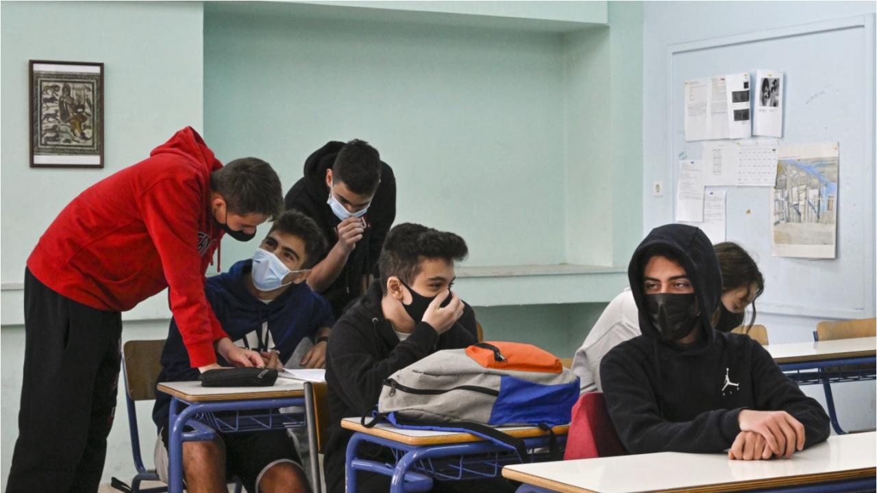 """Ученици започват практика в """"Български пощи"""""""