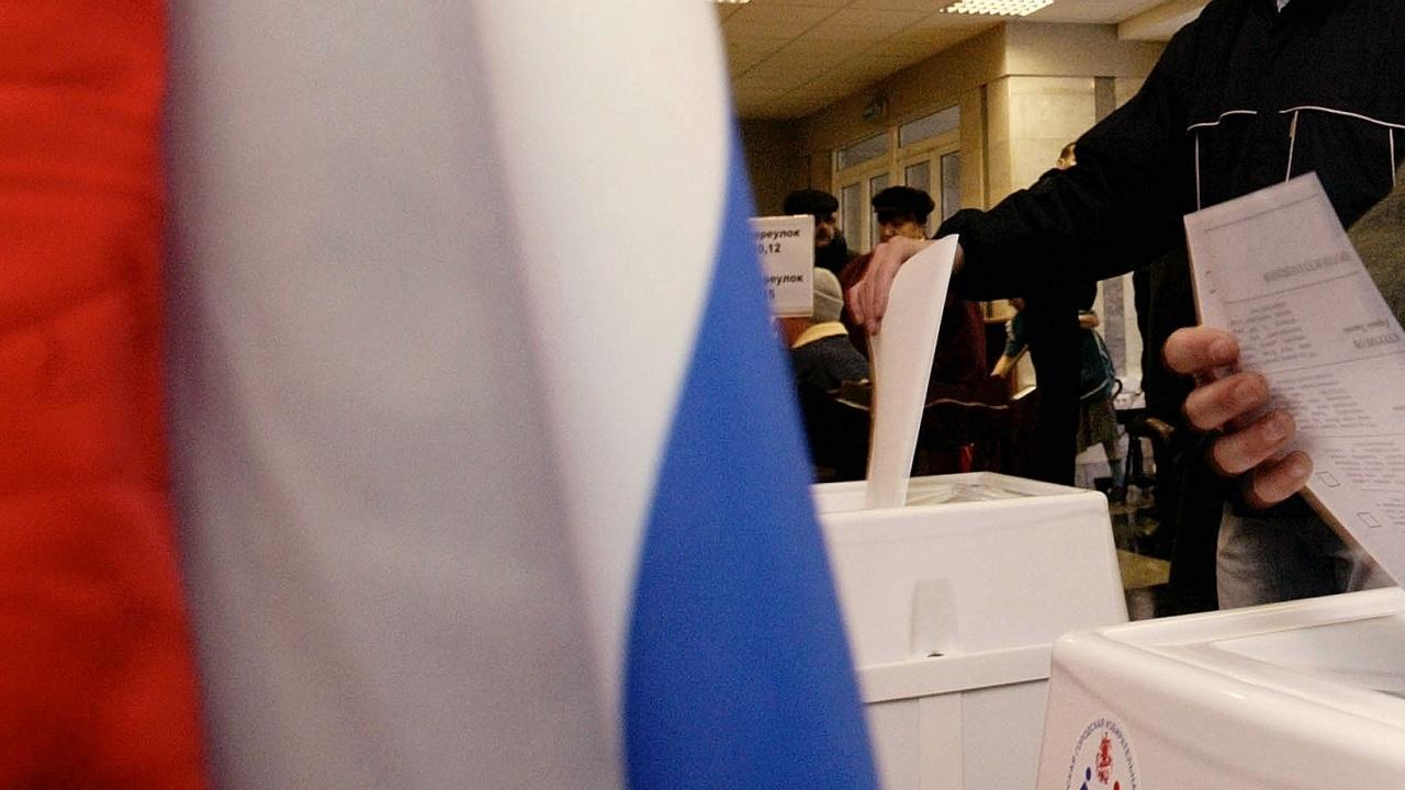 Твърдения за запълване на урните с попълнени бюлетини помрачиха втория ден от изборите в Русия