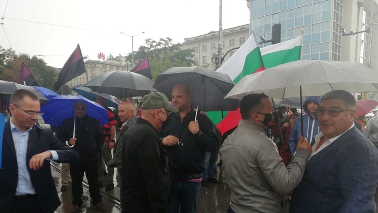 Заради цените на тока: ВМРО блокираха кръстовище в центъра на София