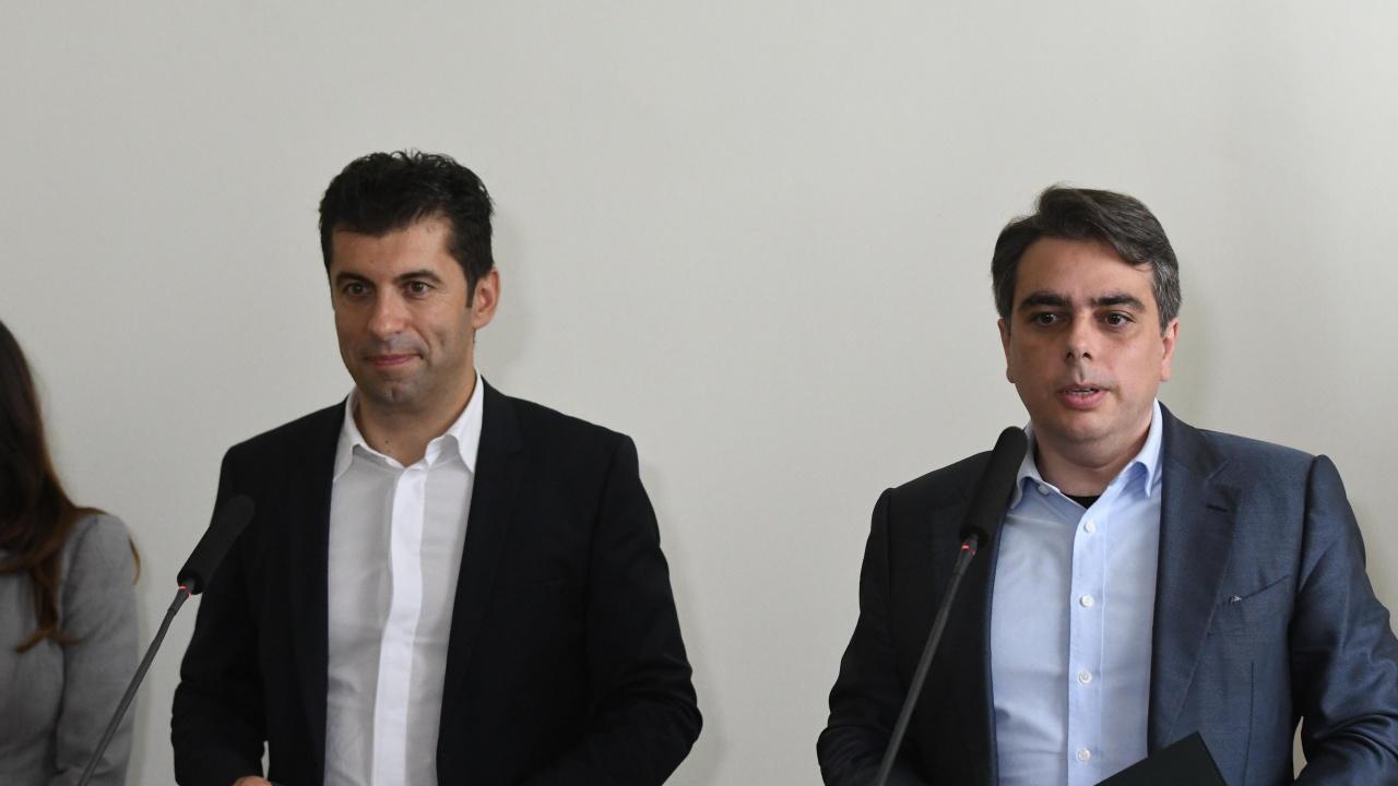 Водещите новини! Петков и Василев обявяват политическото си бъдеще утре, преброителите тръгнаха по домовете