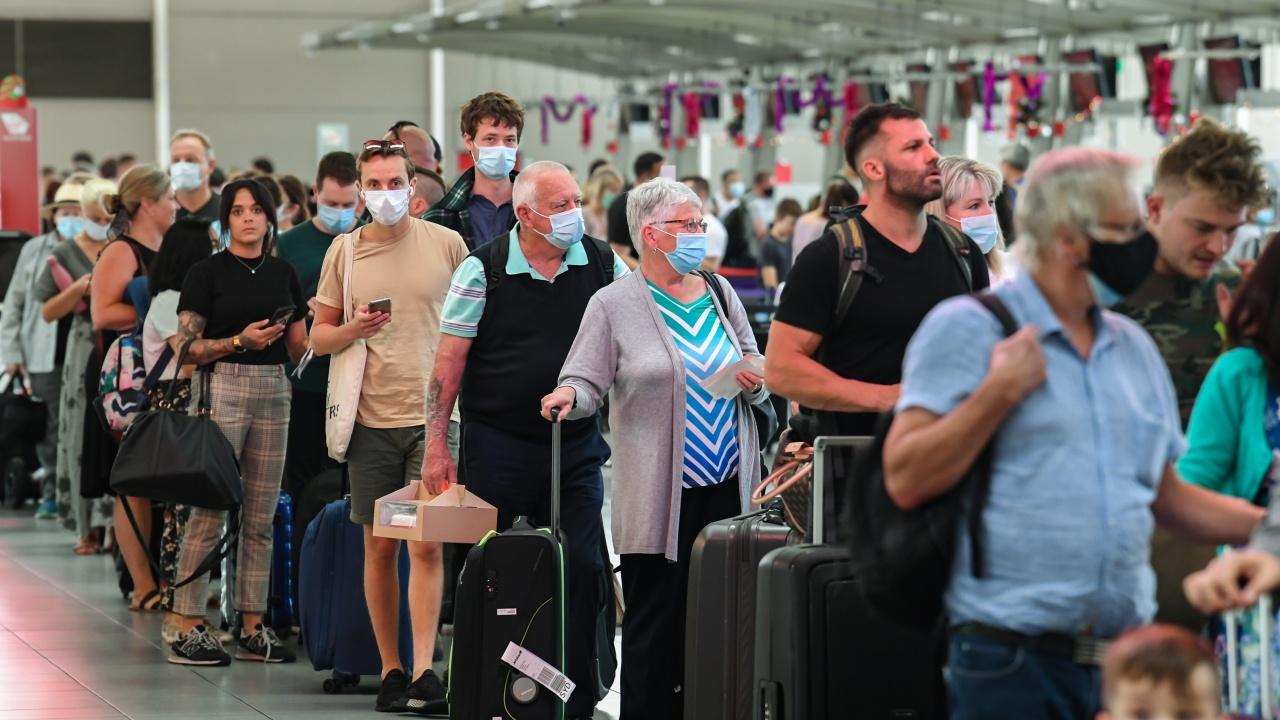 Видео показва нарушения на COVID мерките на летище София