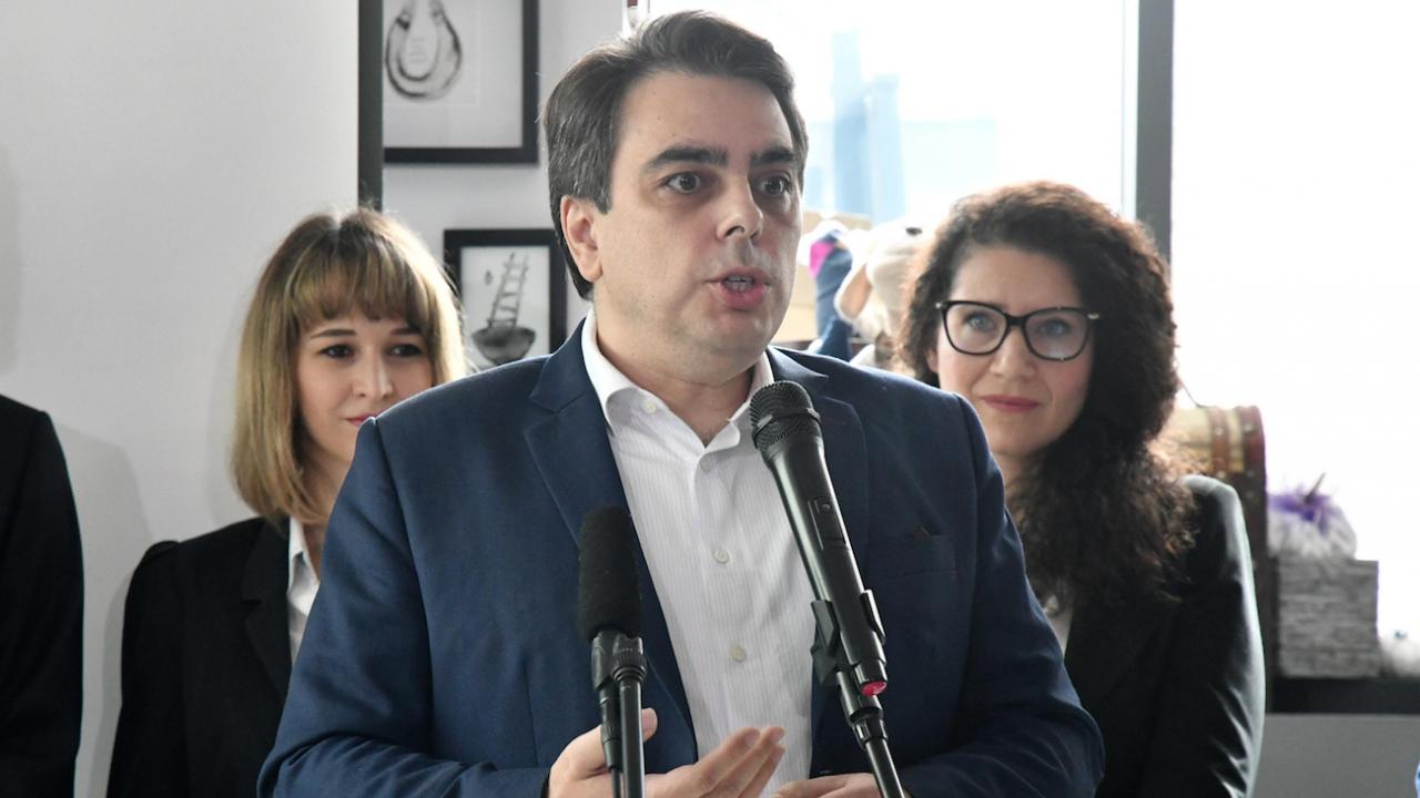 Асен Василев разкри как в държавата ще има пари за всички сфери и с кои партии ще разговарят за явяване на изборите