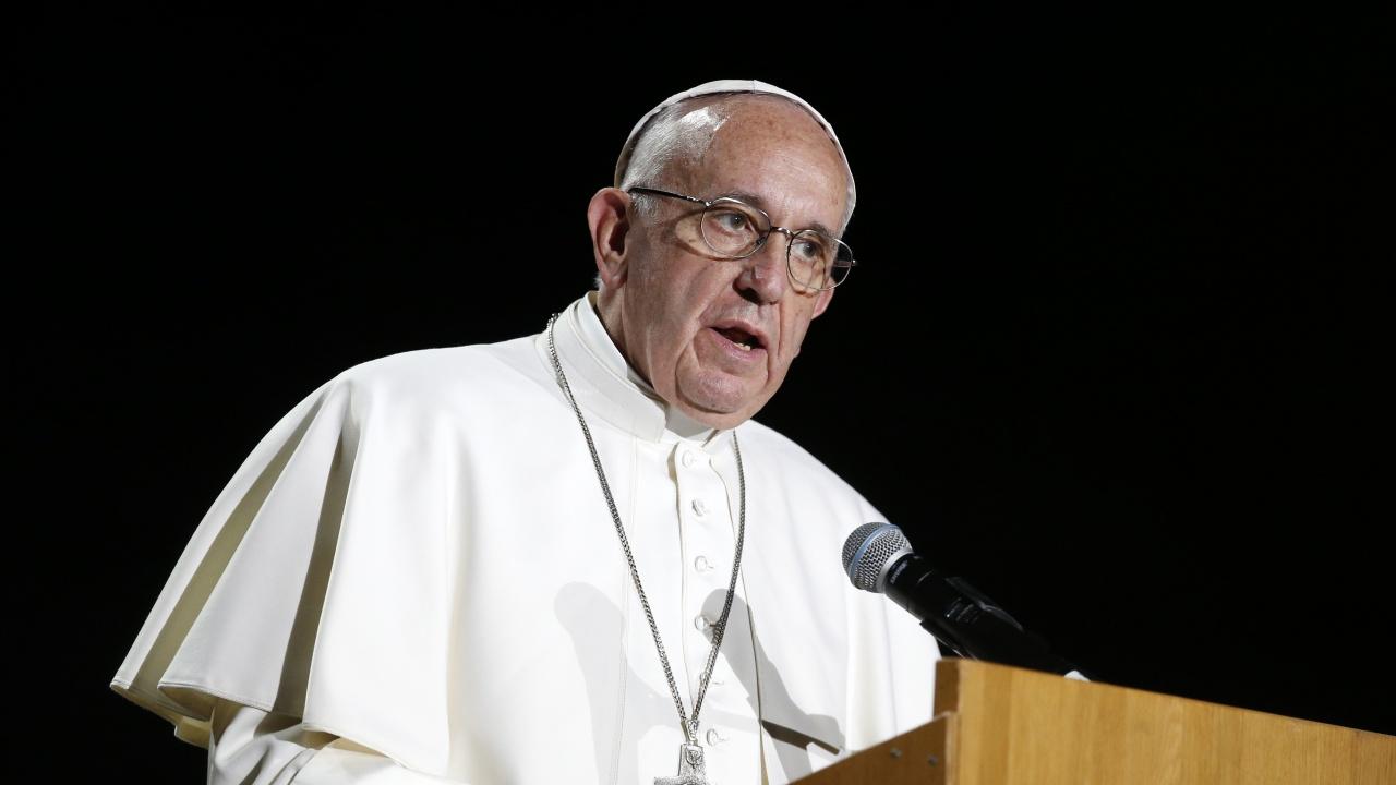 Папата настоя Църквата да се съсредоточи върху жертвите на насилие, а да не се тревожи преди най-вече за репутацията си