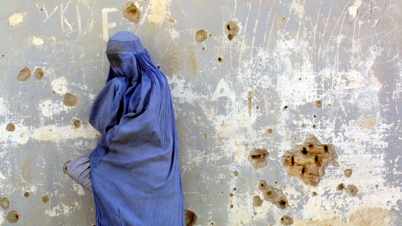 Нови ограничения за жените в Кабул