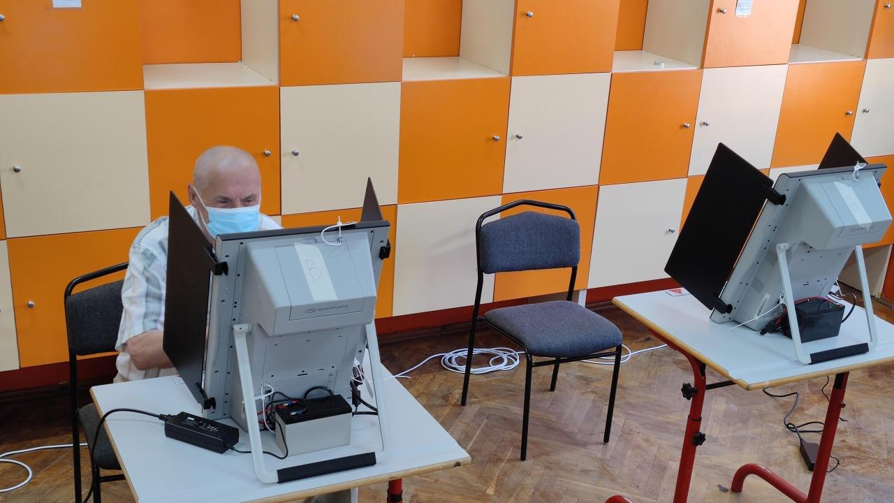 """Сиела Норма"" е готова да достави 5000 машини за гласуване на цена 5200 лева на устройство"