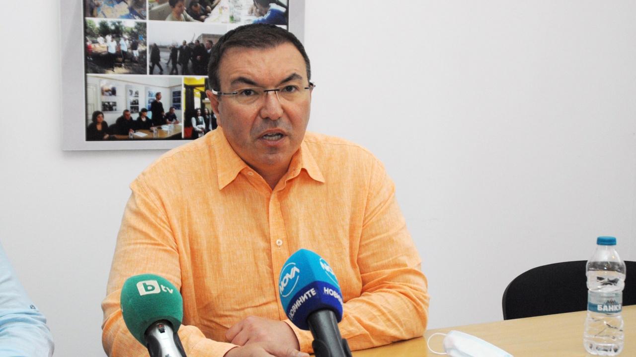 Проф. Костадин Ангелов за управлението на пандемията: Тотален крах!