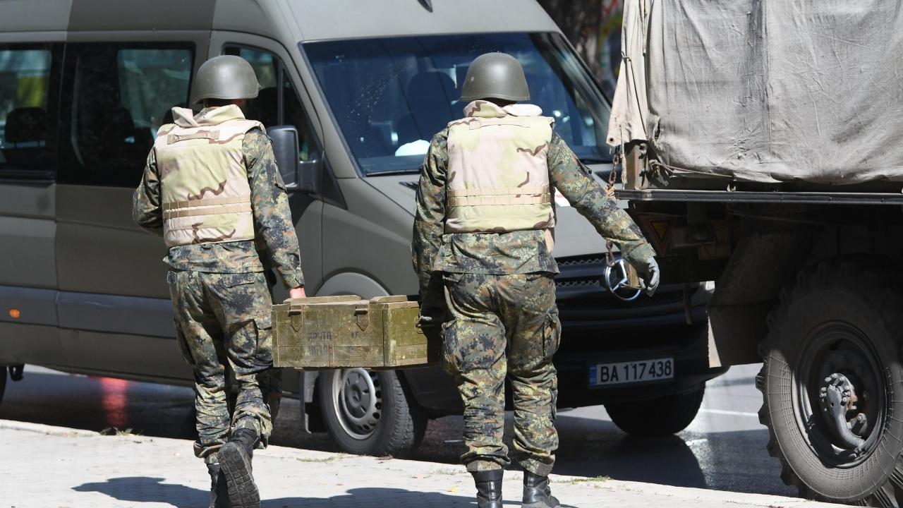Военни прибраха снаряда от парка пред НДК
