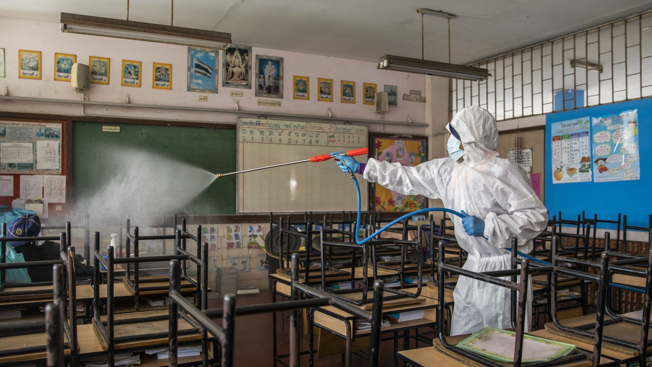 Огнище на COVID-19 пламна в детски и учебни заведения в Търговище