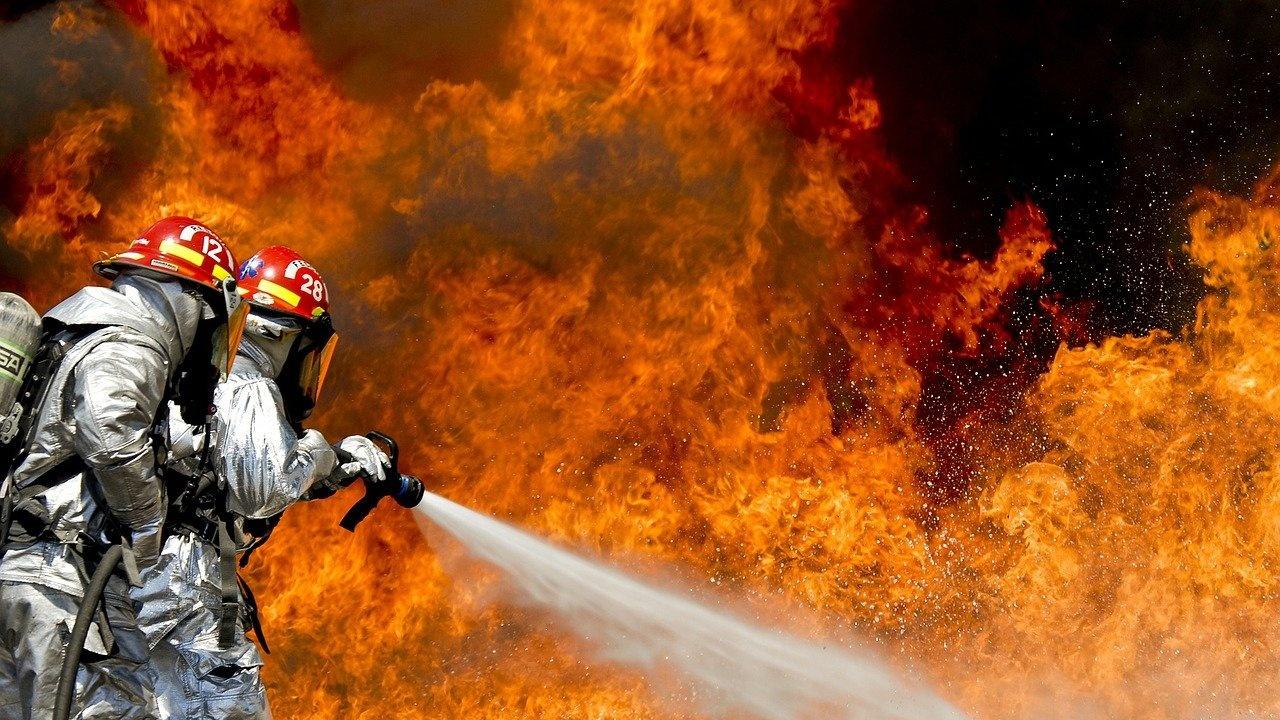 Пожар избухна в курорт в района на Атина