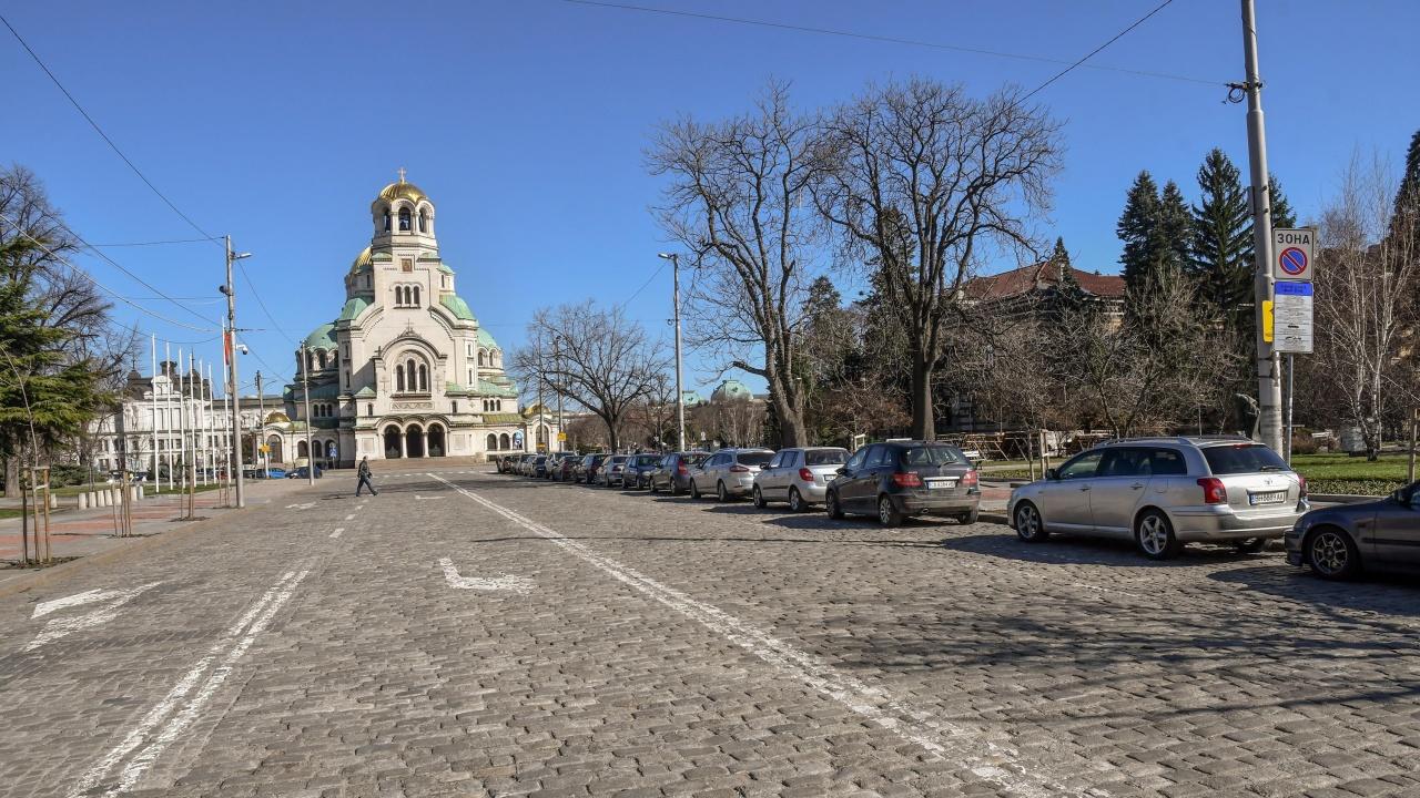 """Депутатите си върнаха безплатното паркиране – било в """"зона за сигурност"""""""