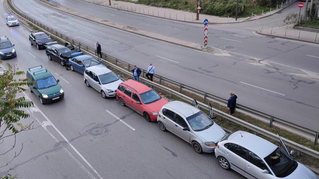 Шест коли се нанизаха до гара Подуяне