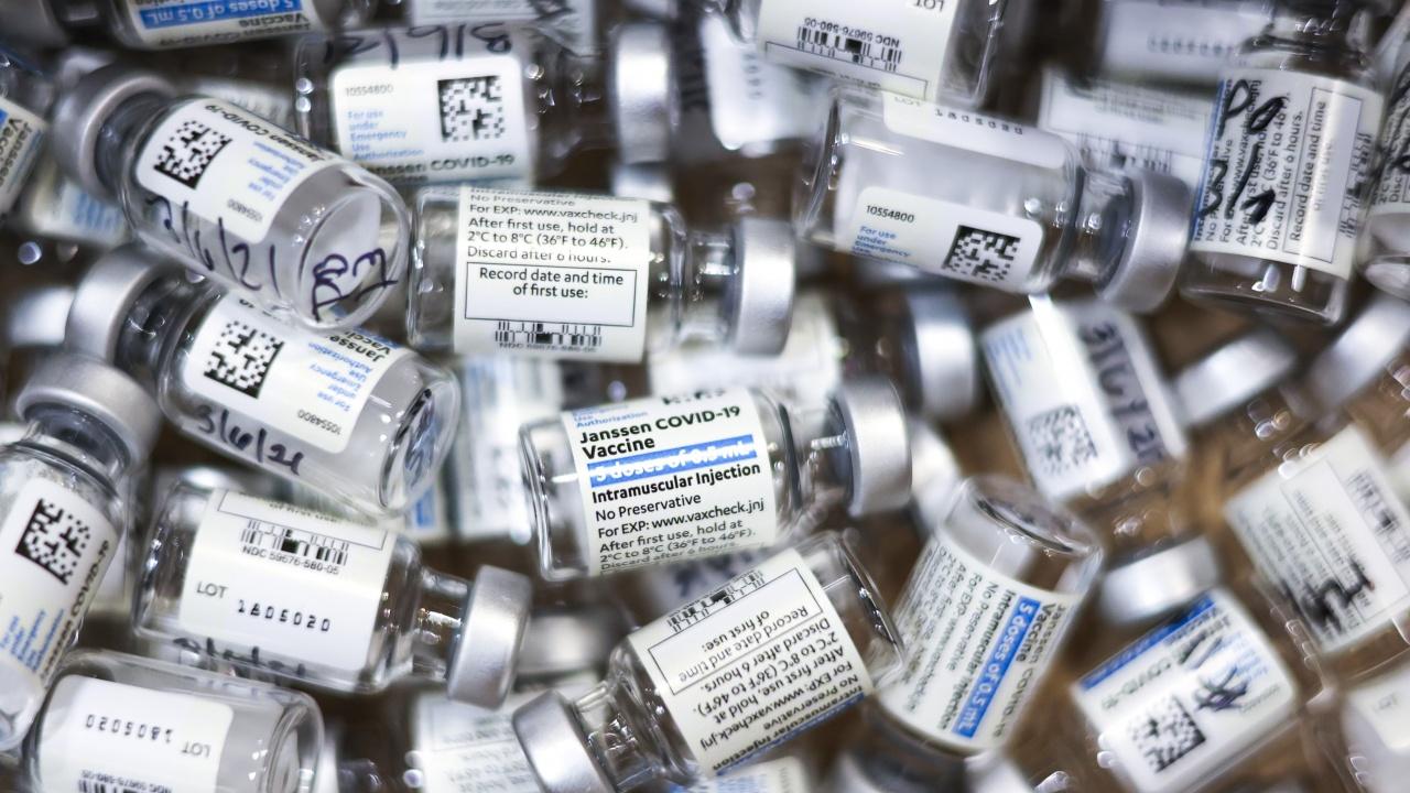 Съмнения за корупция в Румъния при покупката на ваксини срещу COVID-19