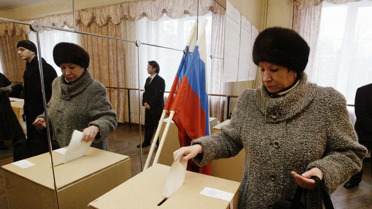 """""""Единна Русия"""" получава 324 от 450-те места в Държавната дума"""