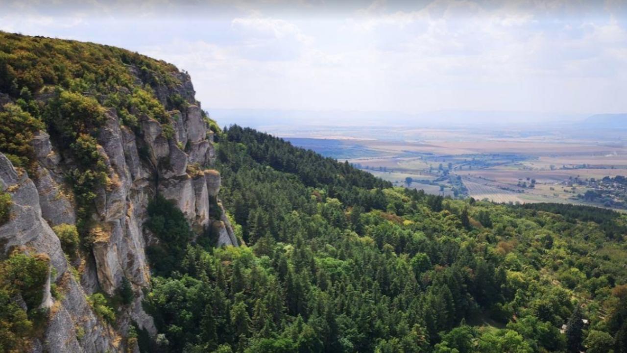 Разчистена е пътека до най-високата точка на Шуменското плато