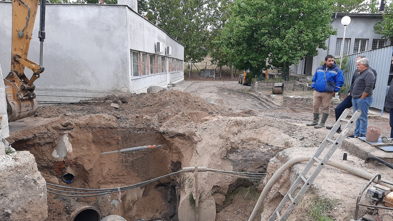Три ВиК дружества обединиха усилия за отстраняване на голямата авария в Хасково